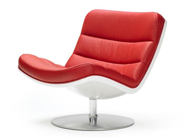 chaises-longues-originelles-une-chaise-rouge