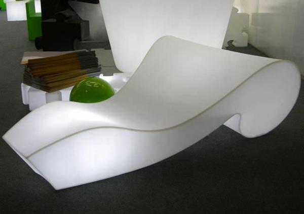chaises-longues-originelles-une-chaise-longue-illuminée
