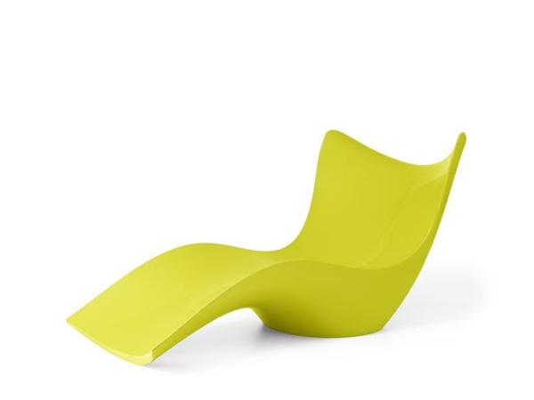 chaises-longues-originelles-en-plastique