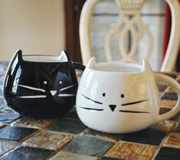 chats-pour-lui-noir-pour-elle-blanc