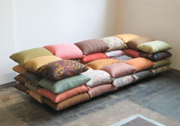 christiane-hoegner-sofa-coussin-coloré