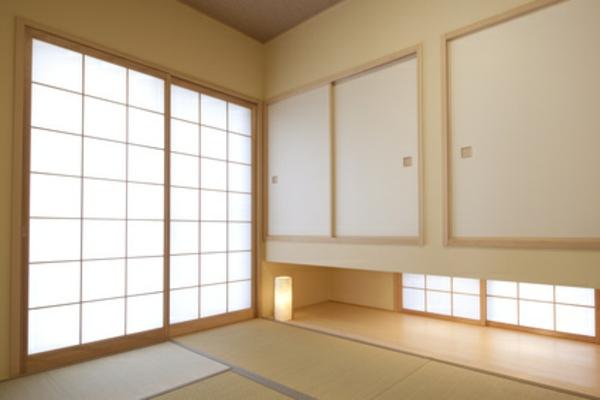 une cloison japonaise du style et de l 39 intimit dans l 39 int rieur. Black Bedroom Furniture Sets. Home Design Ideas