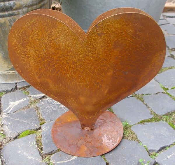 Un objet en fer ou m tal rouill peut tre la d coration for Decoration jardin oiseau metal