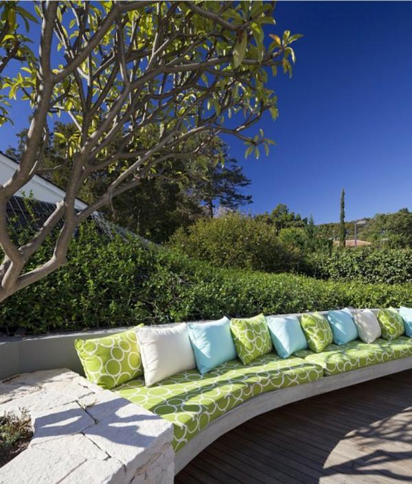 cosy-coussins-vert-bleu-et-blac-pour-le-jardin