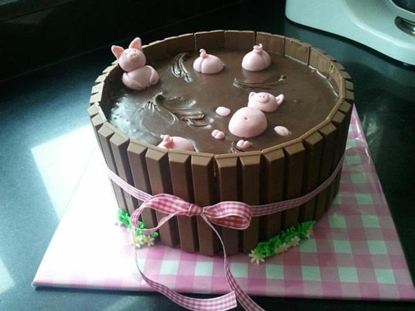couchon-gâteaux -d'anniversaire