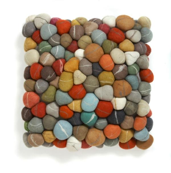 coussin-galet-de-plusieurs-couleurs