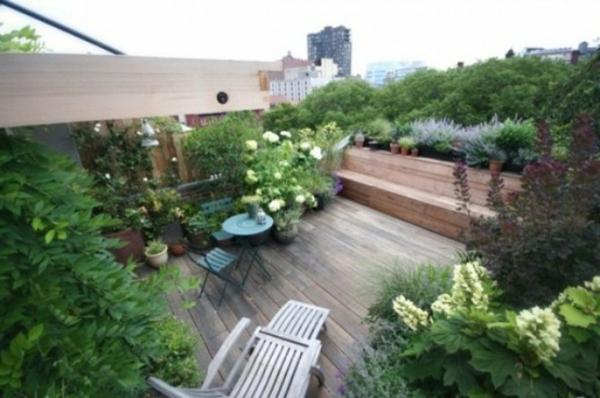 décoration-toit-terrasse-vegetation-et-chaise-longue