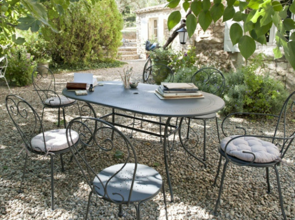 deco-fer-forge-salon-retro-jardin
