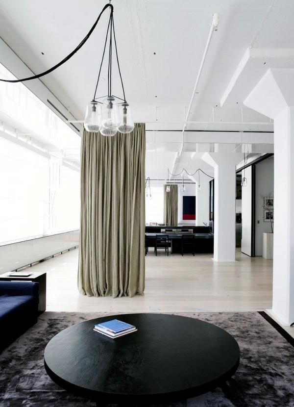 deco-loft-industriel-cloison-rideaux
