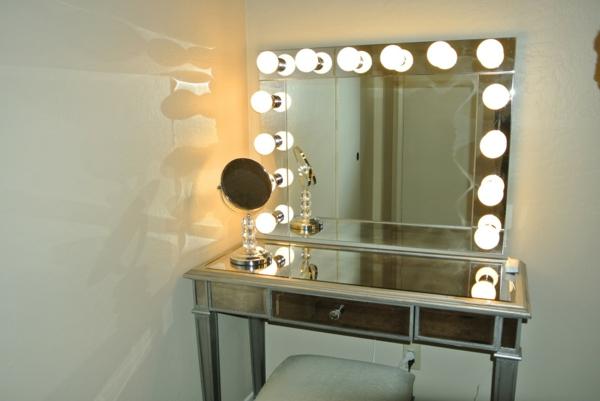 id es d 39 clairage de miroir pour la salle de bain. Black Bedroom Furniture Sets. Home Design Ideas