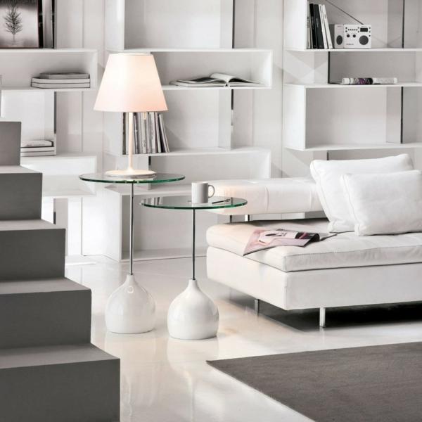 deux-jolies-tables-en-verre-et-blanc