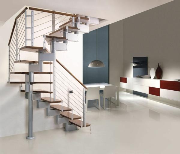 escalier-demi-tournant-dans-un-intérieur-blanc-aux-accents-rouges