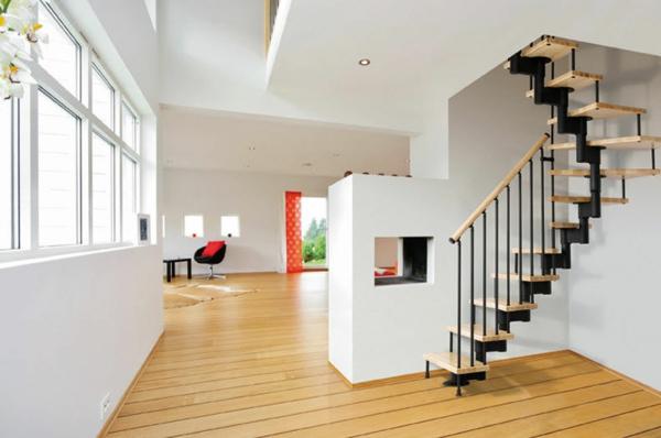 escalier-demi-tournant-et-un-décor-blanc