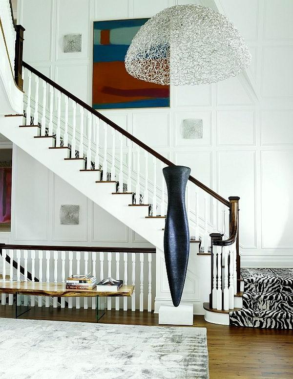 escalier-demi-tournant-et-une-lampe-fascinante