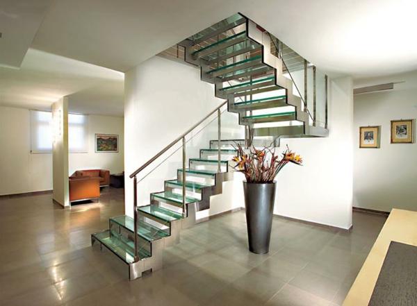 Un escalier demi tournant embellit vos int rieurs modernes for Escaliers interieurs