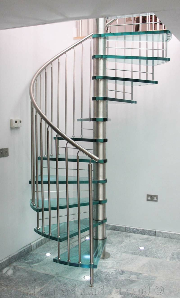 escalier-en-colimacon-metal-argente