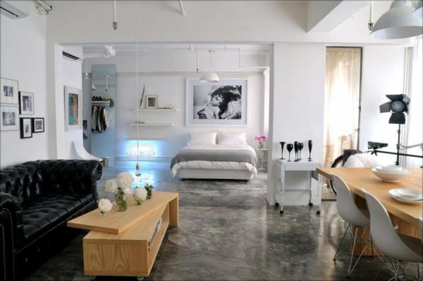 esprit-loft-un-appartement-avec-des-meubles-en-bois-et-divan-en-cuir-noir