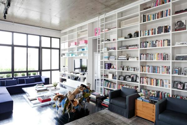 esprit-loft-une-bibliothèque-splendide-blanche-dans-une-salle-d'esprit-loft-lumineuse
