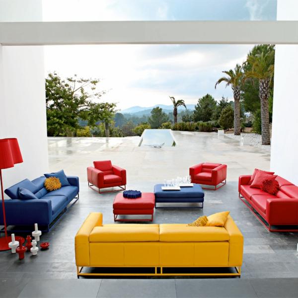 fauteuil-roche-bobois-deux-fauteuils-rouges-et-un-joli-coin-meublé