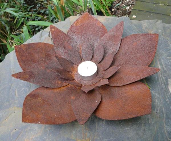 fleur-metalique-rouille-decoration-cloture