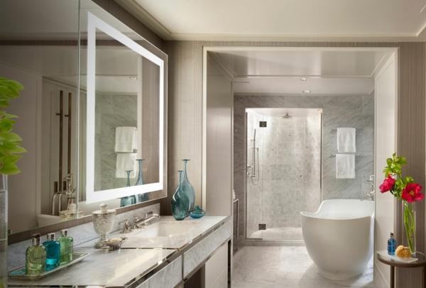 grand-iroire-éclairage-de -miroir-pour-la-salle-de-bain