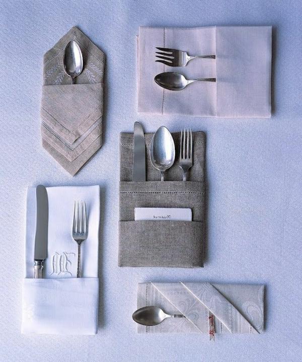 gris-claire-et-foncé-pliage-de-serviette-en-tissu