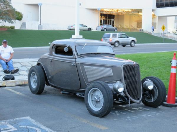 gris-modèle-de-voiture-retro