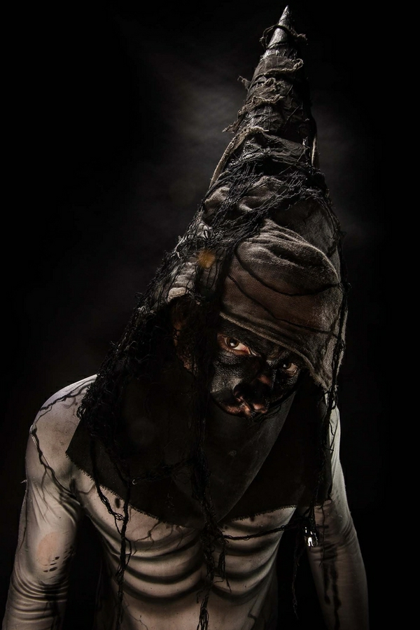 horror-Halloween-costumes-ideas-hooded-man-resized