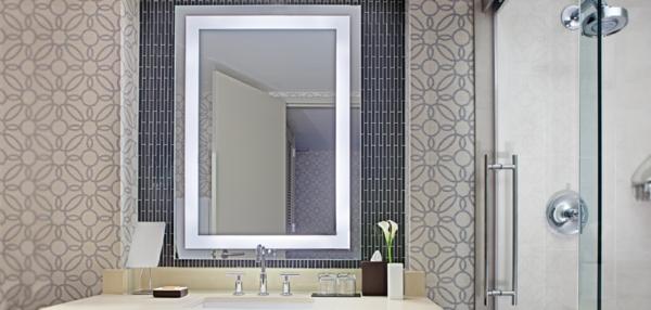 integré-éclairage-de -miroir-pour-la-salle-de-bain