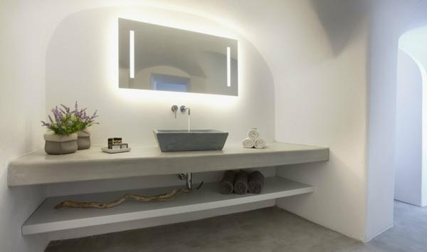jolie-éclairage-de -miroir-pour-la-salle-de-bain
