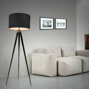 Un lampadaire Fly apporte du style et du charme au salon
