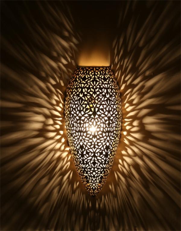 ✿ Une lampe marocaine va illuminer vos intérieurs et les emplir d'une magie orientale
