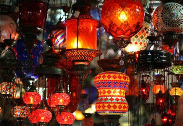 lampe-marocaine-plusieurs-lampes-allumées