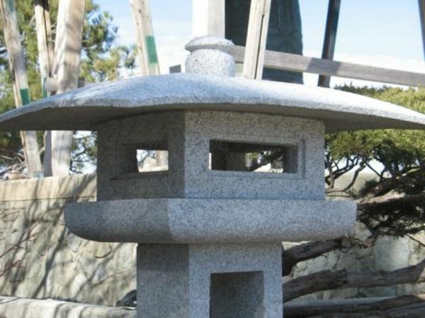 lanterne-japonaise-dans-jardin