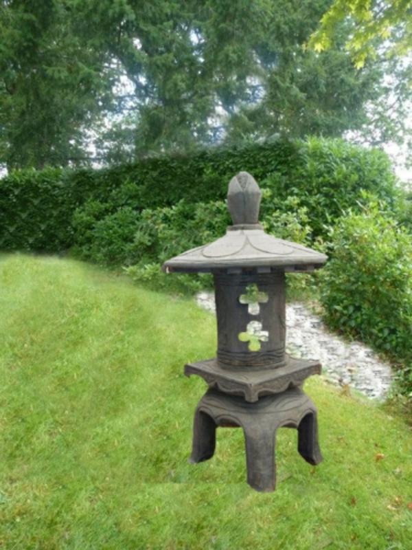 lanterne-japonaise-en-pierre
