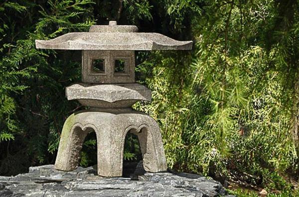 lanterne-japonaise-et-pierres