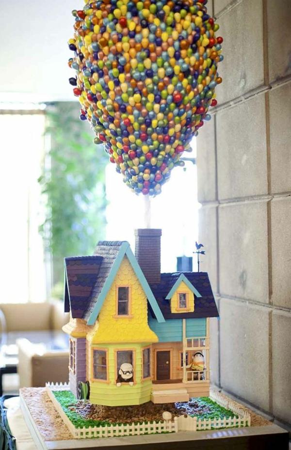 maison-gâteaux-d'anniversaire-et-des-balons