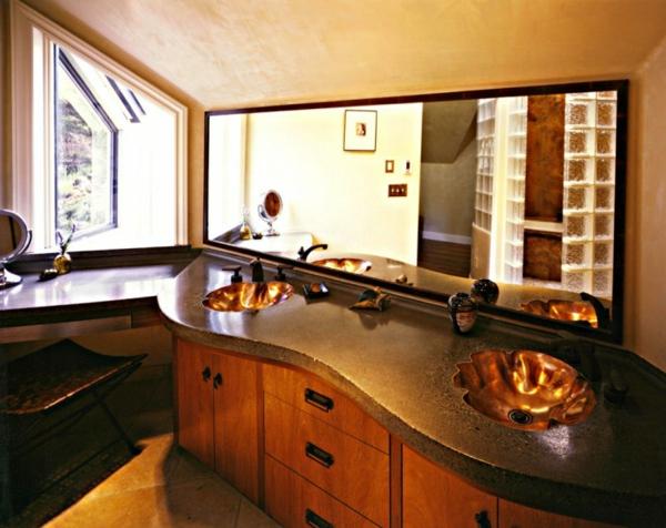 meuble-salle-de-bain-à-double-vasque-avec-des-éviers-en-formes-courbées