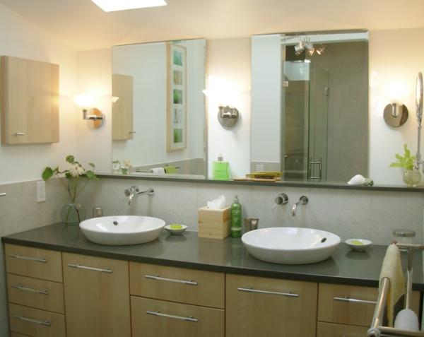 meuble-salle-de-bain-à-double-vasque-avec-deux-coupes-blanches-et-un-commode-de-top-noir