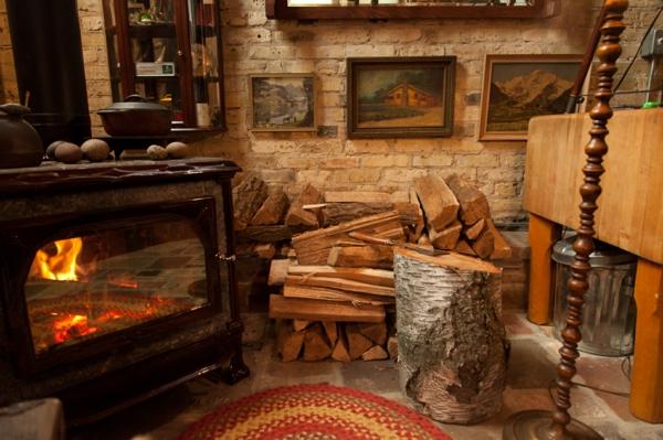meubles-rustiques-un-intérieur-cosy-en-bois-et-en-pierre