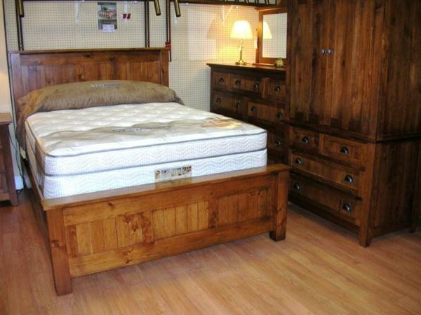 meubles-rustiques-un-lit-de-pin