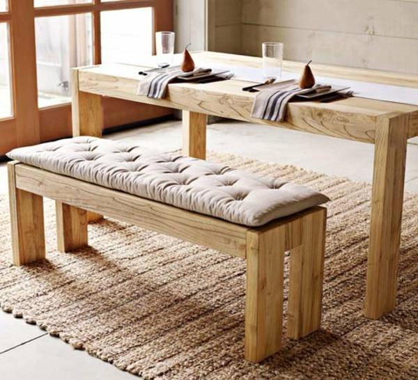 meubles-rustiques-une-table-et-une-chaise-en-bois-clair