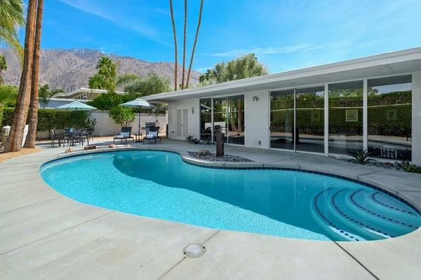 modern-garden-kidney-shaped-pool-design-construction-resized