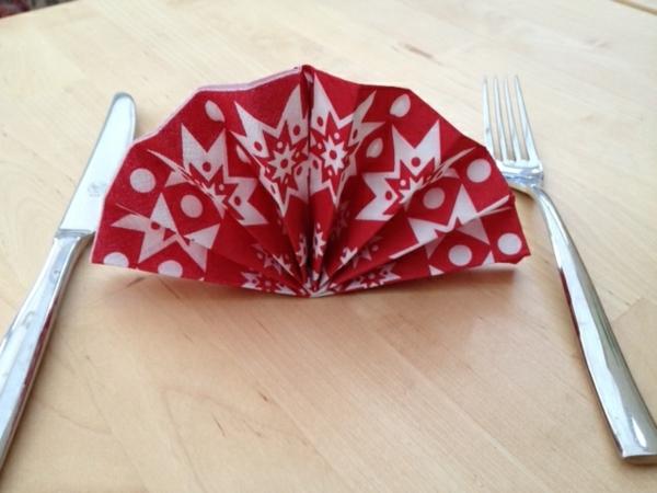 origami-serviette-comme-un-éventail