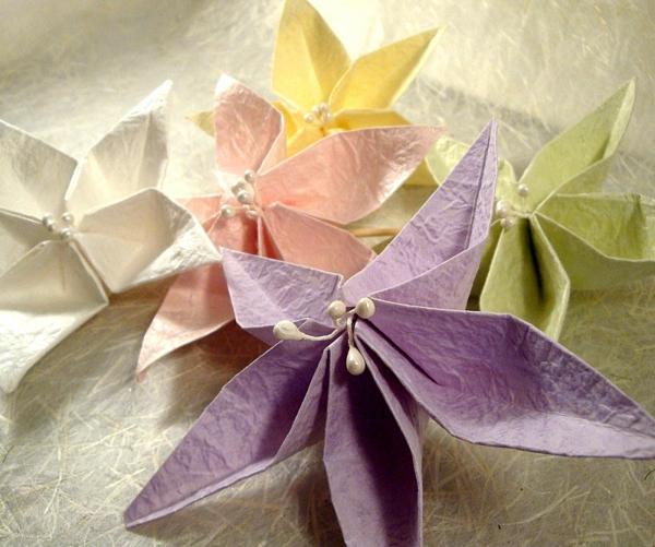 origami-serviette-composition-de-serviettes-pliées