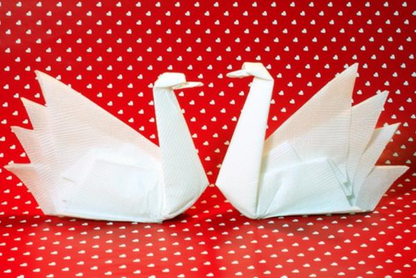 ❤ Une origami serviette resplendit la table et vous donne une humeur optimistique