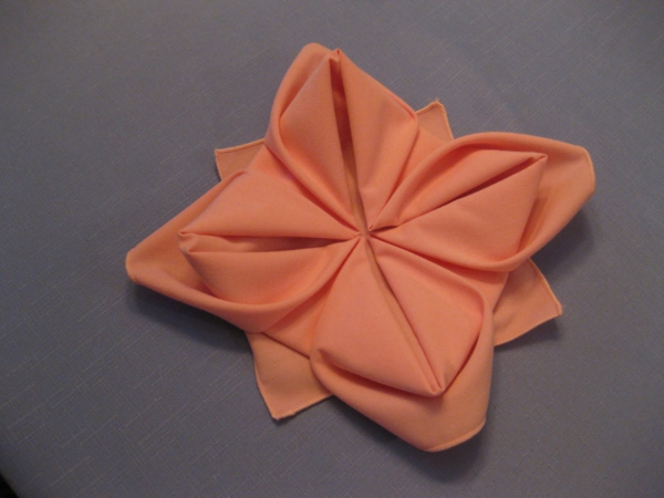 origami-serviette-en-orange