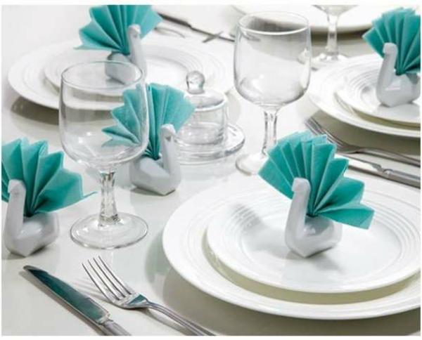 origami-serviette-en-turquoise