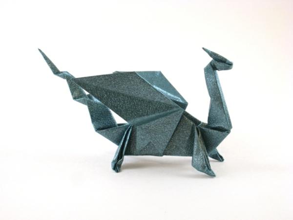 origami-serviette-un-dragon-vert