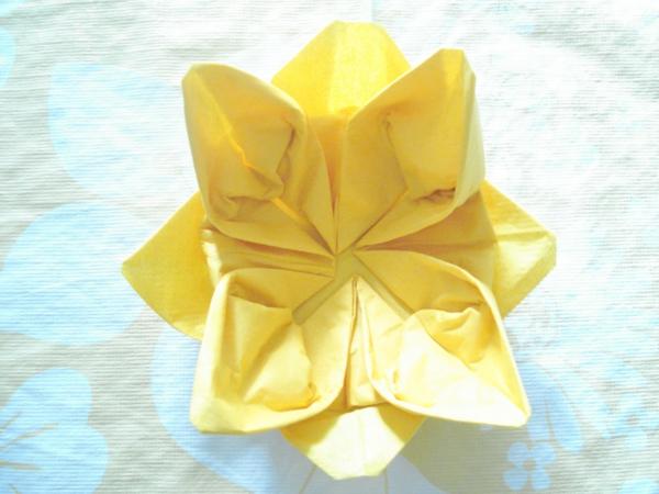 origami-serviette-une-fleur